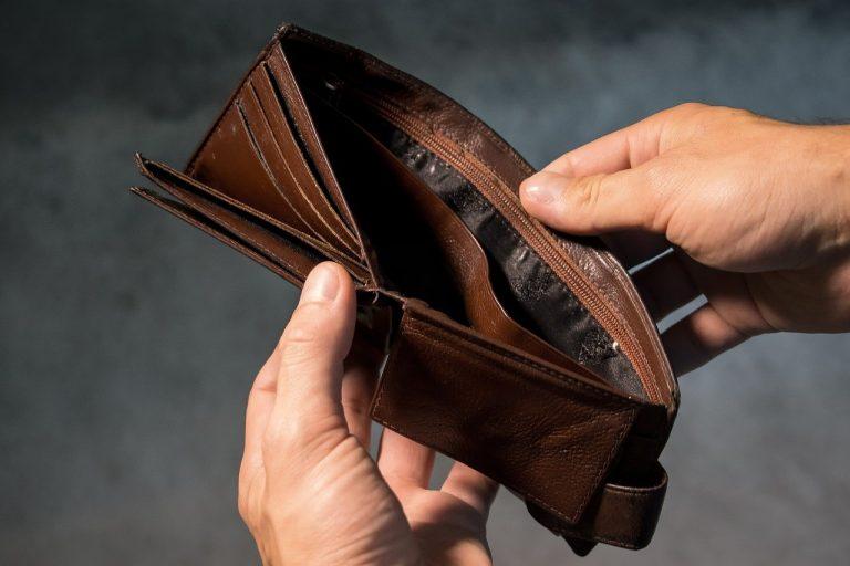Doradca finansowy udziela pomocy przy kredytach hipotecznych