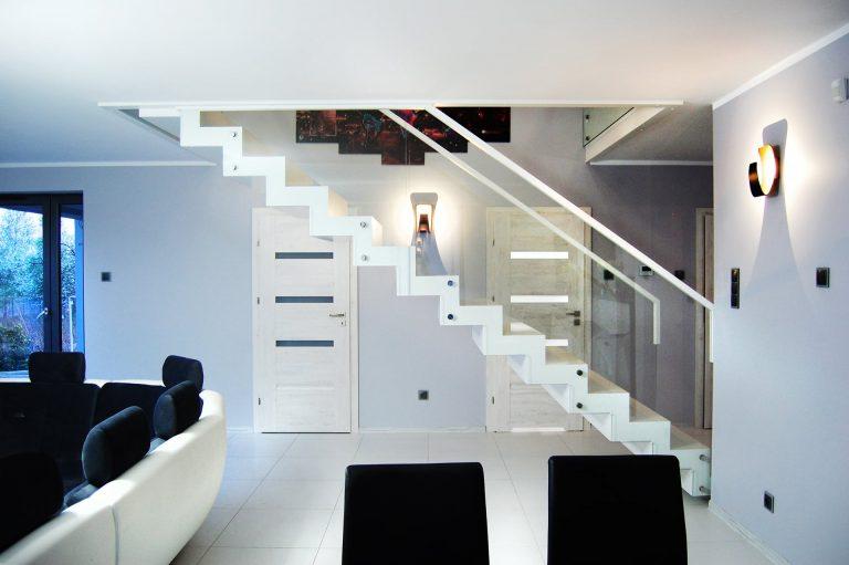 Kiedy warto decydować się na drewniane wersje schodów?