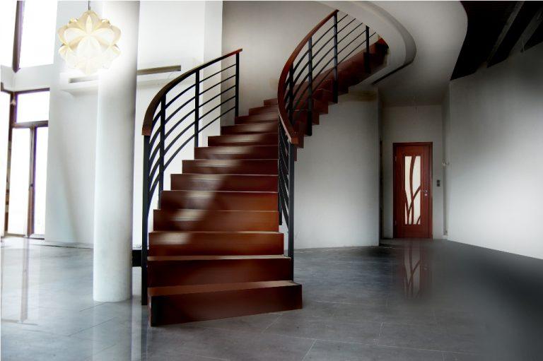 Czy warto zainwestować w drewniane schody?